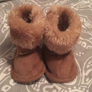Baby girl faux suede booties. Size 1